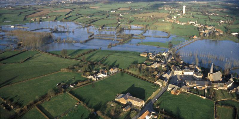 Inondations à Taisnières en Thiérache  (S-DHOTE-1995)